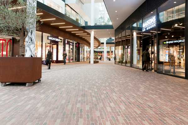 Subtle colour variations in the clay pavers create a warm ambience both inside and outside